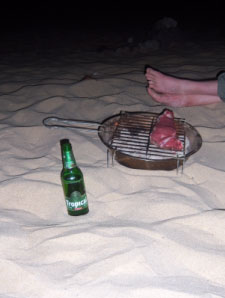 Beach BBQ mit Fußpaar