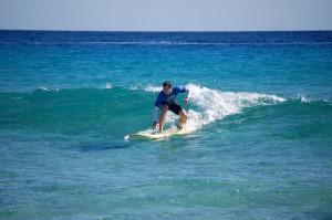 entspannte grüne Welle, entspannter Surfer, Sonne und blaues Wasser - unser Homespot Jandia