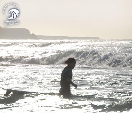 Wellenreiten an der Westküste von Fuerteventura